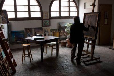 Pintora Roser Vinardell pintando